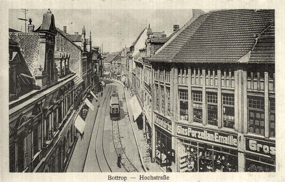 Bottrop. Hochstraße mit Straßenbahn